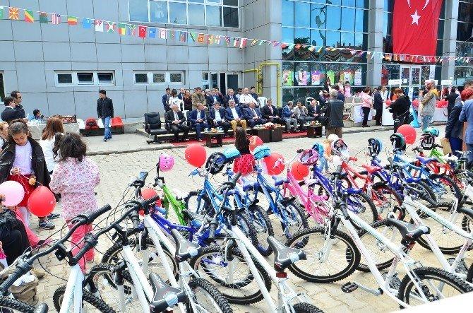 Sağlık Bakanlığı Zonguldak'ta 116 Öğrenciye Bisiklet Hediye Etti