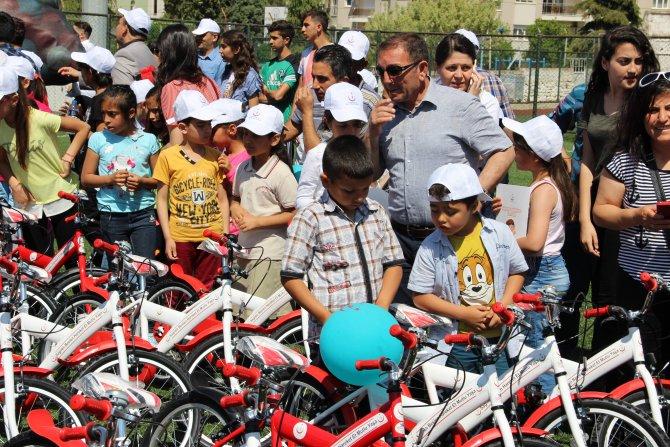 623 çocuğa bisiklet dağıtıldı