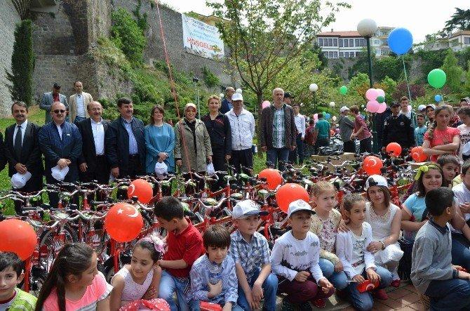 Trabzon'da Bisiklet Dağıtımı