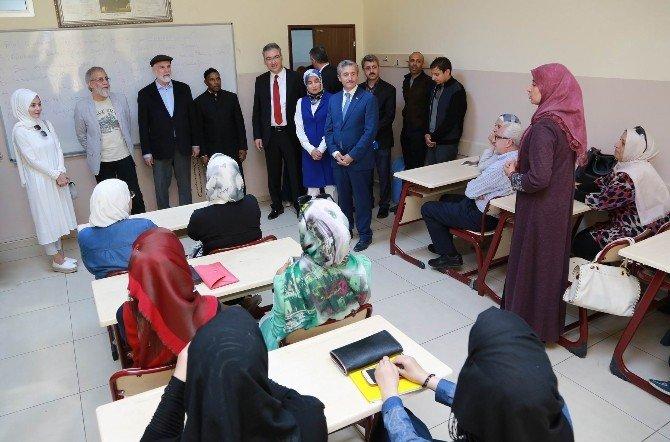 Yusuf İslam Ve Sefure Davutoğlu Gaziantep'te Suriyelileri Ziyaret Etti