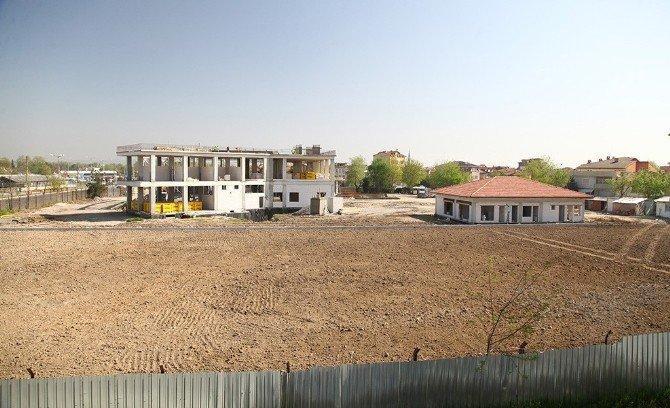Yeni İtfaiye Binası Ve Sentetik Saha Projesi'nde Çalışmalar Devam Ediyor