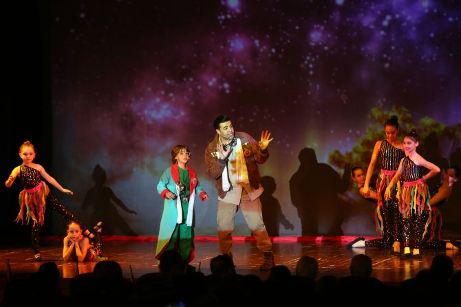 Holografik ilk sine müzikal 'Küçük Prens' sahnelendi