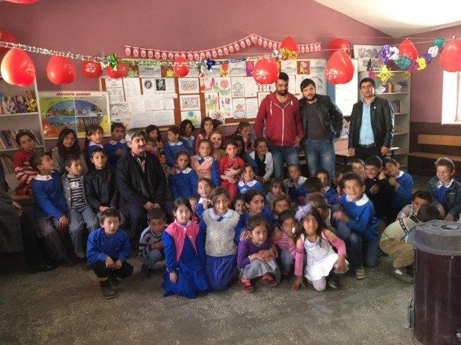 Halkla İlişkiler Öğrencilerinden U'mutlu 23 Nisanlar Projesi