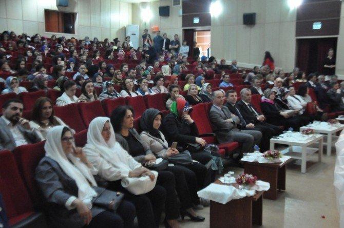 Öğrencilerden Kutlu Doğum Gösterisi