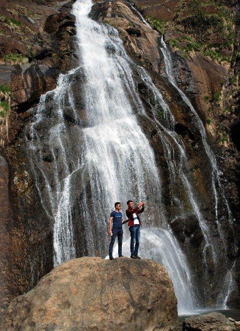 Ağaran Şelalesi Turistlerin Yeni Gözdesi Oldu