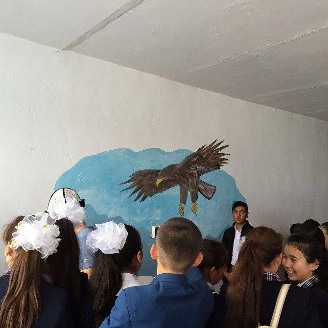 Ahmet Yesevi Üniversitesi Ve Erciyes Üniversitesinden Türkistanlı Çocuklara 23 Nisan Sürprizi