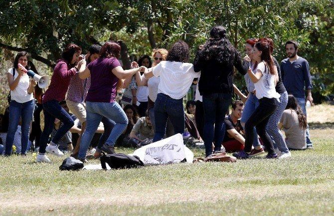 Öğrencilerden 'Bütünleme' Eylemi
