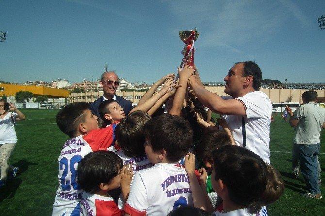 Efeler'de İlkokullar Arası Futbol Turnuvası Sona Erdi