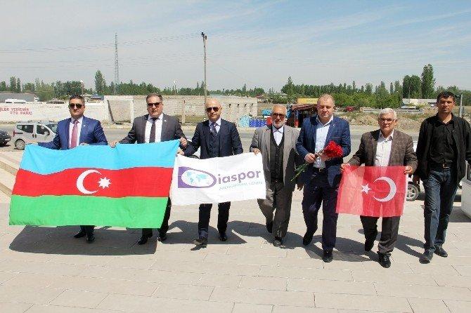 Bdm Merkezi Üyeleri Iğdır Kılıçlar Anıt Şehitliğinde