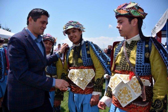 Başkan Acar'dan Genç Efelere Hediye