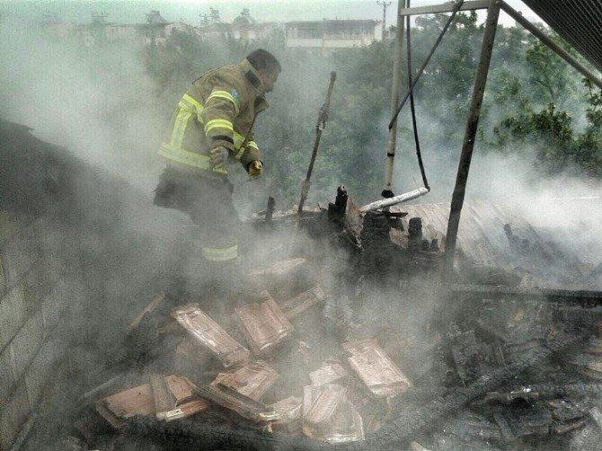 Şömineden Çıkan Yangın Korkuttu
