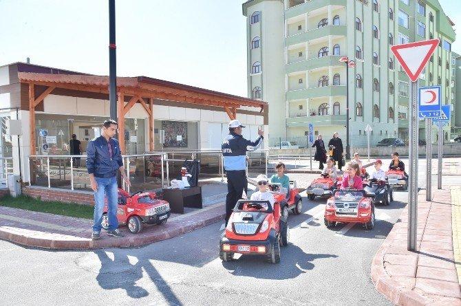 Öğrenciler, Trafik Kurallarını Eğlenerek Öğreniyor