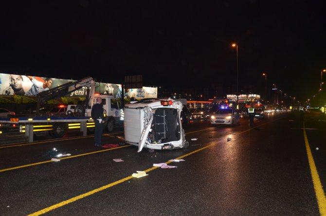 Takla atan araç metrobüs yoluna girdi, trafik kilitlendi