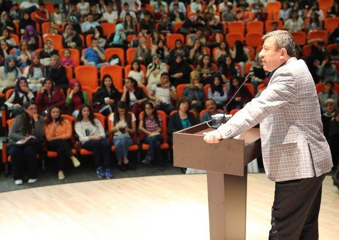 Kahraman Tazeoğlu, Darıca'da Gençlerle Buluştu