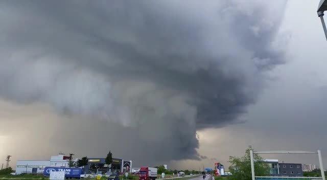 Edirne'de İlginç Bulut Görüntüsü, Amatör Kameralara Yansıdı