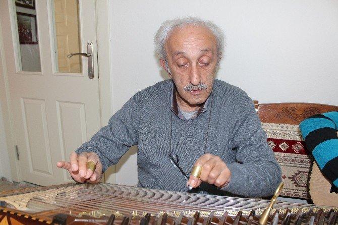 Streslerini Türk Sanat Müziğiyle Atıyorlar