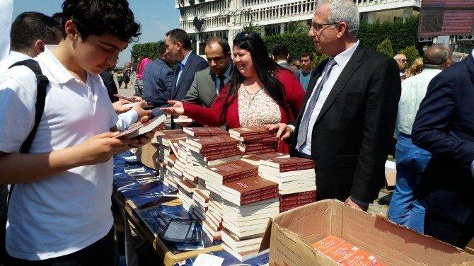 Nevvar Salih İşgören Vakfı 10 Bin Kitap Dağıttı