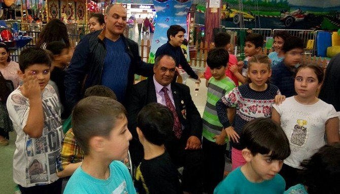 Gazi, Şehit Çocuklarını Atık Kağıt Geliriyle Sevindirdi