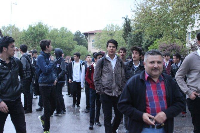 Uşak'ta '57. Alay Çanakkale Vefa Yürüyüşü' yağmura takıldı