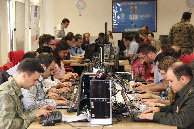 """TSK'dan Siber Olaylara Karşı """"Kilitli Kalkan"""" Operasyonu"""