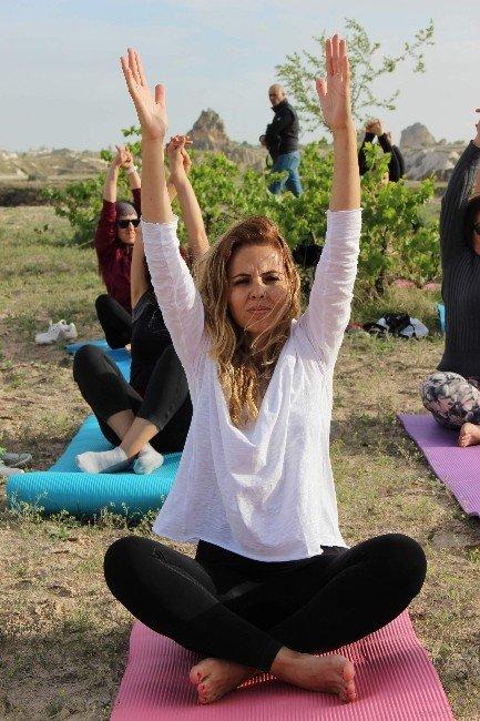 Kapadokya'da Gün Batımında Yoga Yaptılar