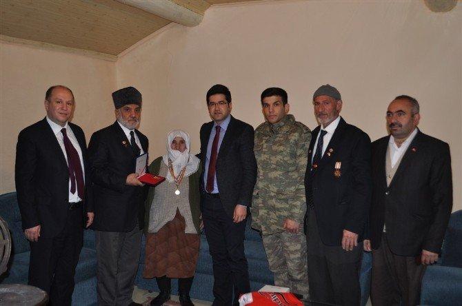 Kora Gazisinin Övünç Madalyası Eşine Verildi