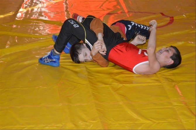 İvrindi'de Güreş Kursu