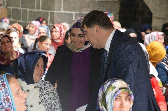 AK Partili Kadınlardan Kutlu Doğum Etkinliği