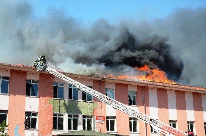 Eski Devlet Hastanesi Çatısında Korkutan Yangın