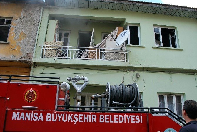 Salihli'de Ev Yangını