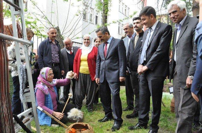 Tunceli'de 'Çemberimde Gül Oya' Sergisi