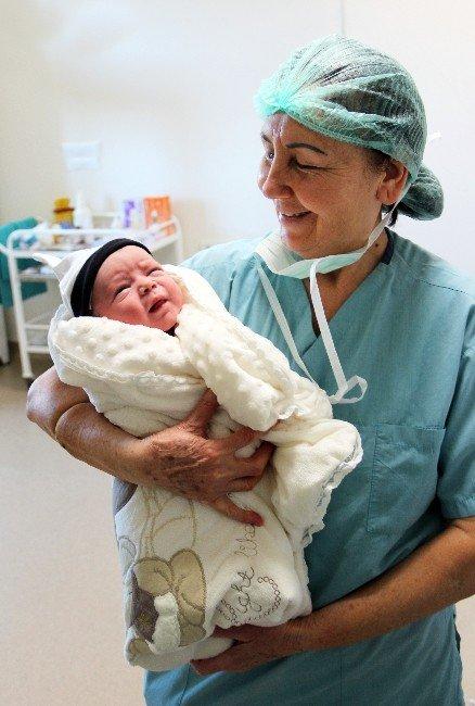 Bir İlçe Nüfusu Kadar Doğum Yaptırdı