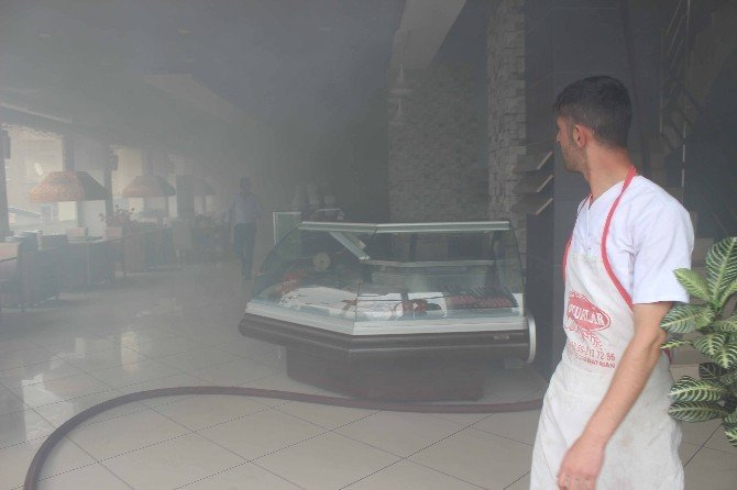 Muş'ta Bir Restoranda Yangın Çıktı