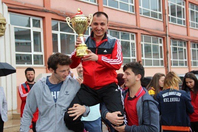 Ereğli Lisesi Kız Futbol Takımı Türkiye Şampiyonu Oldu