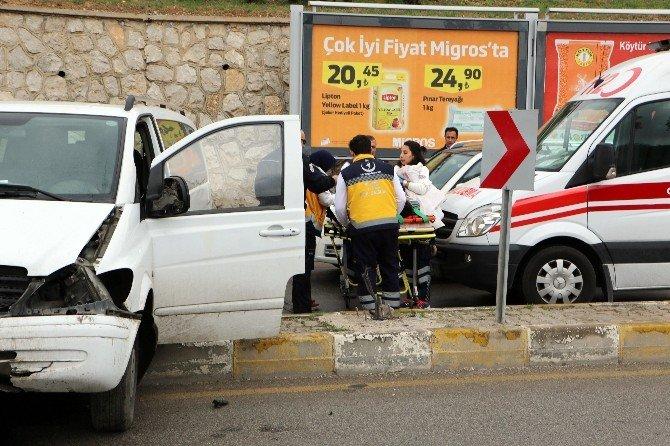 Kontrolden Çıkan Minibüs Alt Yola Uçtu: 1 Yaralı
