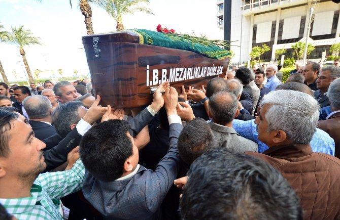 AK Partili Fazla'ya İzmir Büyükşehir önünde hüzünlü veda