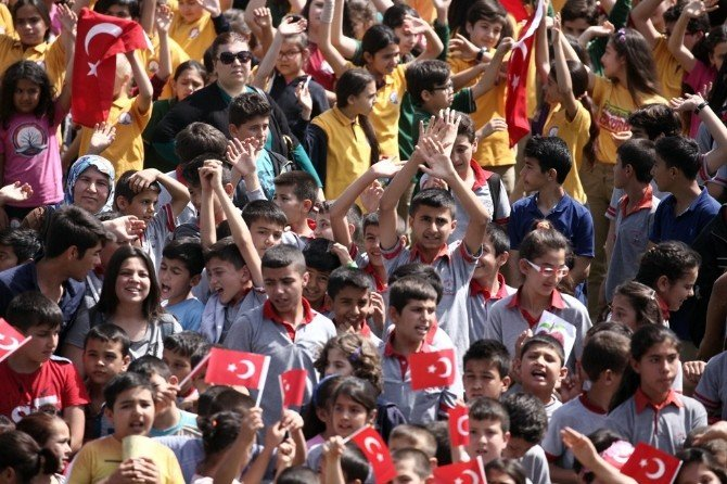 """""""En Çok Çocukla Video Davetiye"""" Rekoru Kadirli'de Kırıldı"""