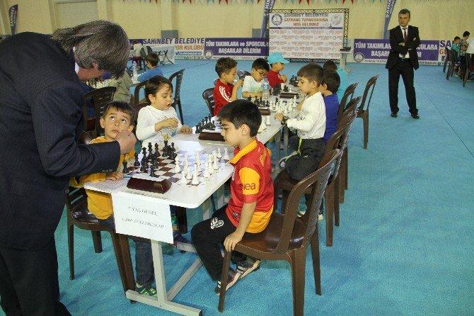 Şahinbey Belediyesinden 23 Nisan Satranç Turnuvası