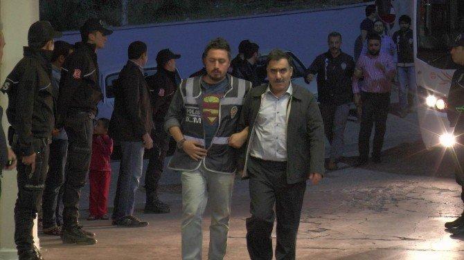 Fetö/pdy Operasyonunda Gözaltına Alınan 32 Kişi Sağlık Kontrolünden Geçirildi