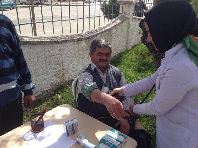 Saraykent Devlet Hastanesinde Görevli Sağlık Personeli Hastalıklar Konusunda Vatandaşı Bilgilendirdi