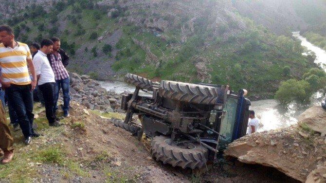 Uludere'de Traktör Devrildi: 1 Ölü, 2 Yaralı