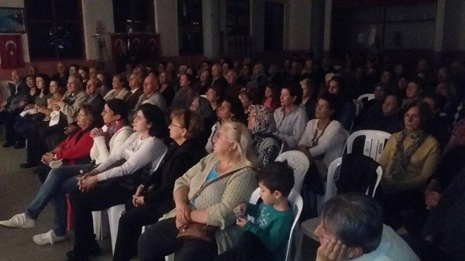 Söke Mustafa Pamukçu Tiyatrosu Güzelçamlı'da Sahne Aldı