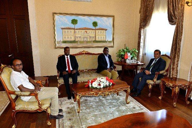Somalili Bakan Ahmed Vali Türker'i Ziyaret Etti