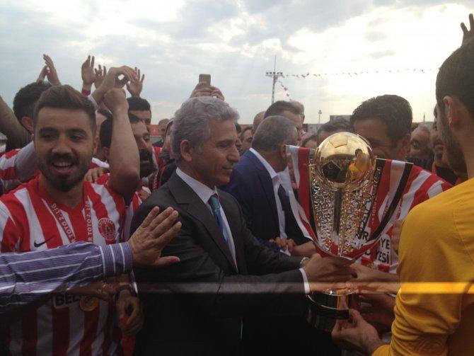 Ümraniyespor, şampiyonluk kupasını aldı