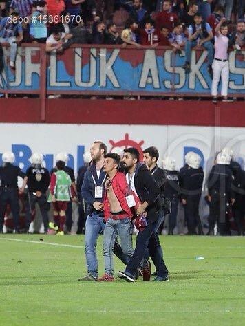 Trabzonspor - Fenerbahçe maçında hakeme saldıran şahıs tespit edildi