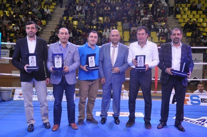 Şampiyonlar İnegöl'de Ringe Çıktı