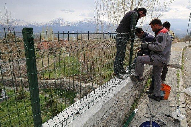 Yüksek Duvarlara Çit Tel Örgülü Güvenlik