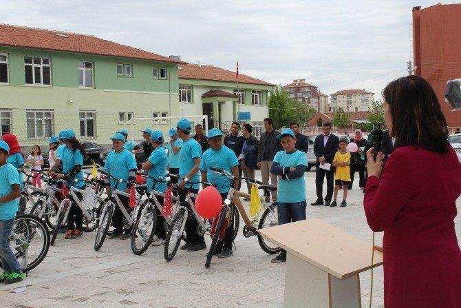 Sungurlu'da Sağlıklı Yaşam İçin Bisiklet Dağıtıldı
