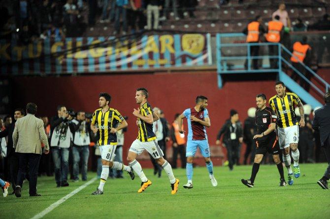 Fenerbahçe kafilesi zırhlı araçlarla stattan çıktı