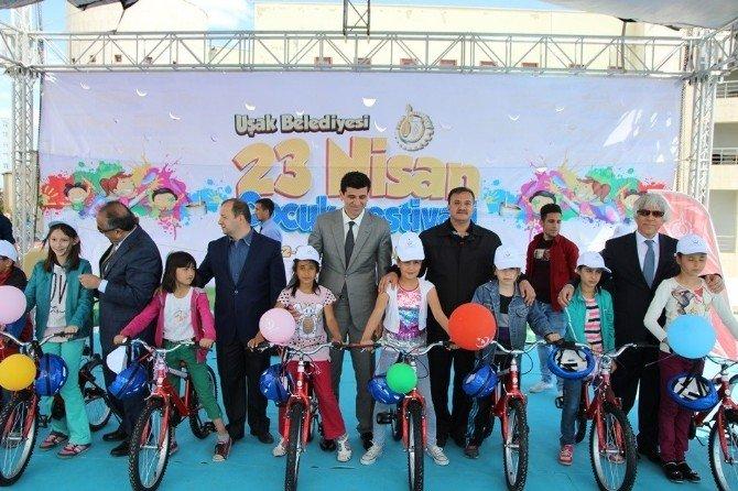 Uşak'ta Bisiklet Dağıtım Töreni Yapıldı